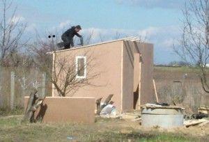 односкатная крыша бытовки