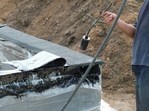 Делаем гидроизоляцию фундаментов каркасного дома 121 м2
