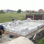 Начало монтажа стен